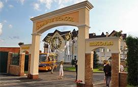 Школа в коттеджном городке Золоче