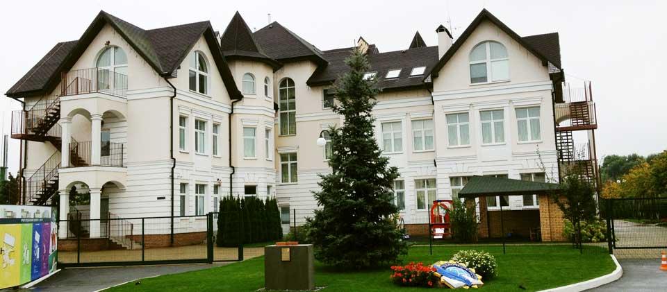 """Начальная школа Золоче - """"Zoloche International School"""" расположена в центре коттеджного комплекса """"Золоче"""""""