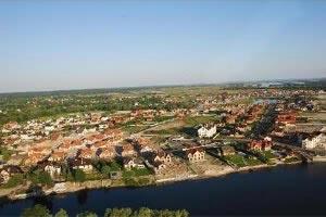 Вид на участки в продаже в коттеджном городке Золоче с вертолета