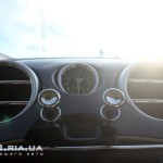 Bentley Flying Spur приборная панель