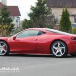 Ferrari Italia 458 вид с зади с боку