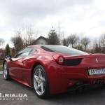 Ferrari Italia 458 вид с зади